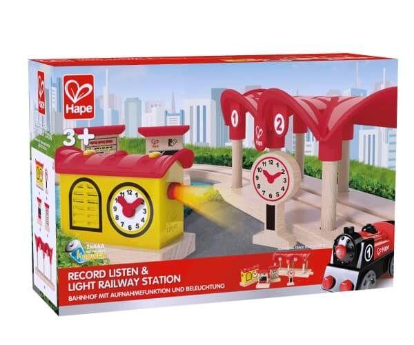 Hape Bahnhof mit Aufnahmefunktion und Beleuchtung